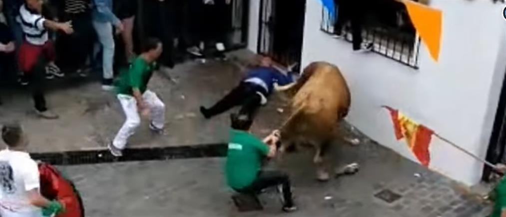Ταύρος σκότωσε θεατή σε φεστιβάλ (βίντεο)