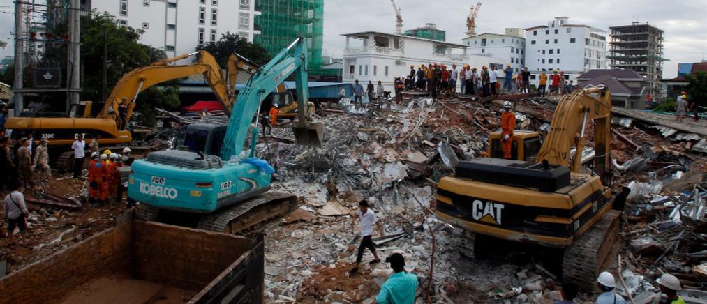 Τραγωδία από κατάρρευση κτιρίου στην Καμπότζη (εικόνες)