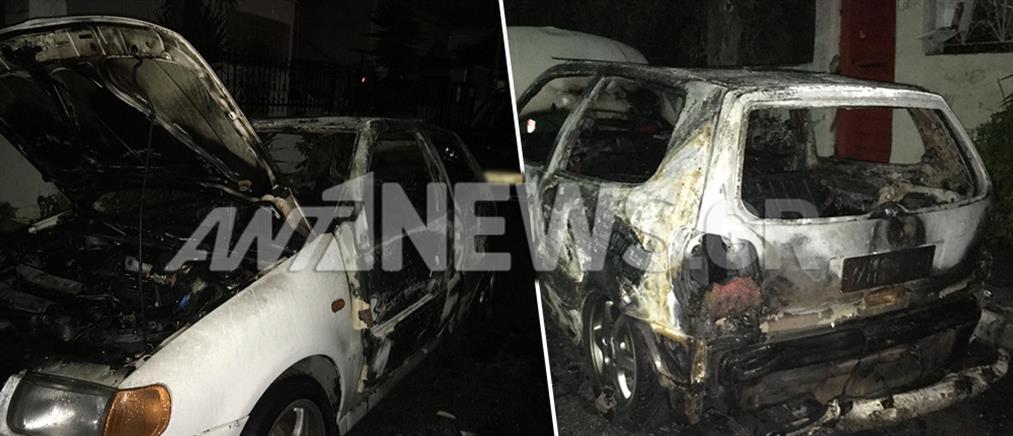Νέο μπαράζ εμπρησμών σε αυτοκίνητα (εικόνες)