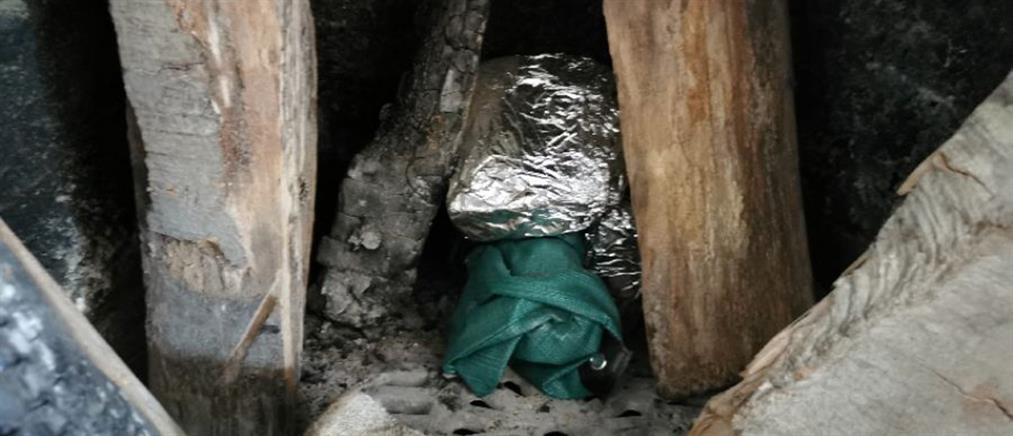 Ζευγάρι έκρυβε ναρκωτικά στο τζάκι του σπιτιού του