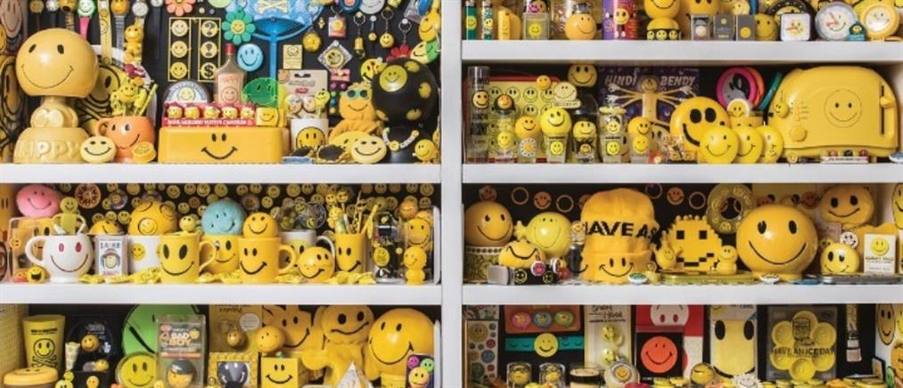 """The Sm;)e Book"" : Η ιστορία πίσω από τη χαμογελαστή φατσούλα (εικόνες)"