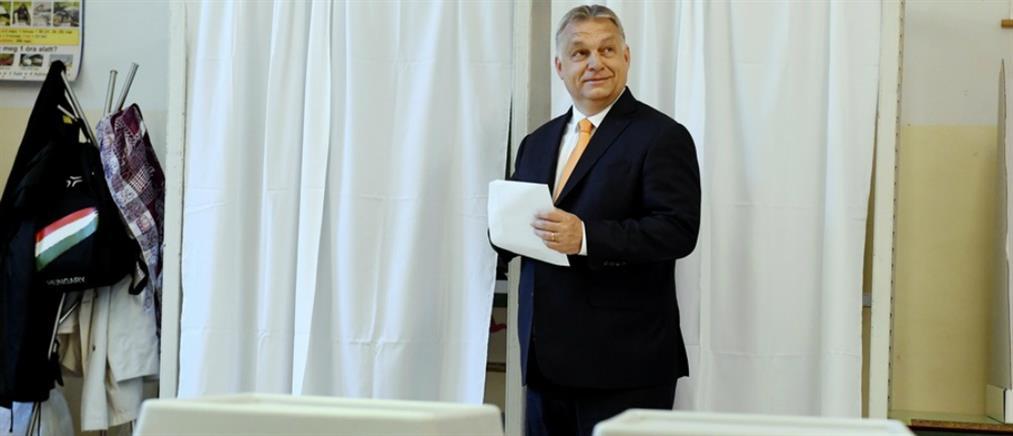 Την αποβολή του Ορμπάν από το ΕΛΚ ζητά ο Μητσοτάκης