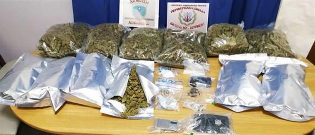 """""""Ντου"""" της Δίωξης Ναρκωτικών σε διαμέρισμα στον Κολωνό (εικόνες)"""