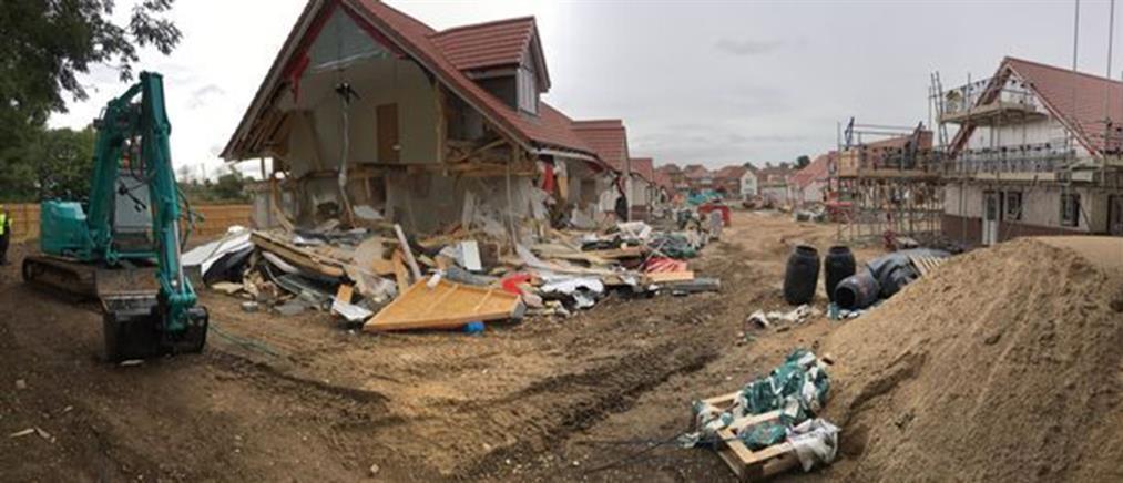 Σοκ: οικοδόμος γκρέμισε σπίτια επειδή του χρωστούσαν μισθούς (βίντεο)