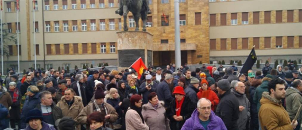 Οι Σκοπιανοί αποδοκιμάζουν τους χειρισμούς Ζάεφ