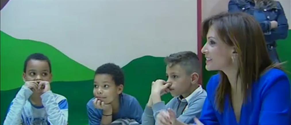 Κιβωτός του Κόσμου: η Μαρία Σαράφογλου μοίρασε δώρα στα παιδιά (βίντεο)