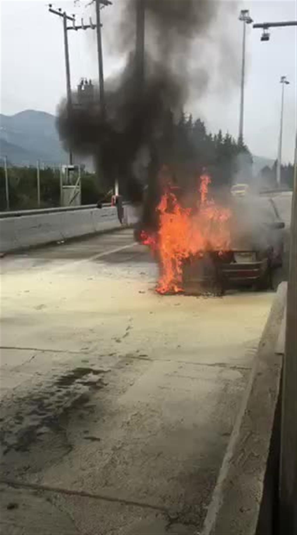 Στις φλόγες όχημα στην Τραγάνα