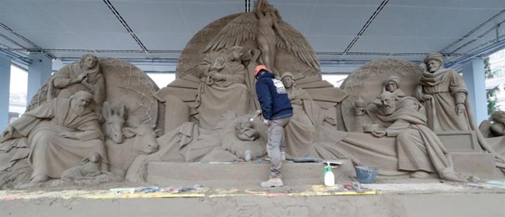 Εντυπωσιακές εικόνες: Φάτνη από 720 τόνους άμμου στο Βατικανό