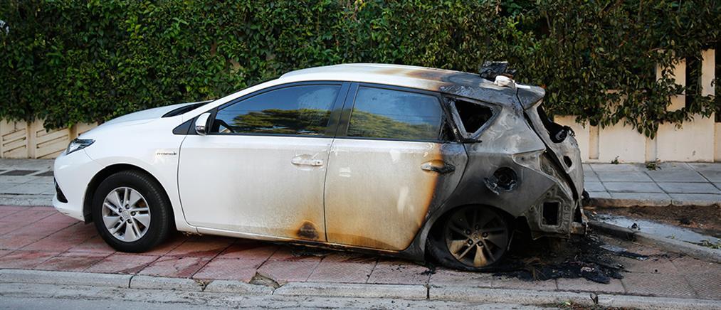 Ελένη Ζαρούλια: Εμπρηστική επίθεση στο αυτοκίνητό της (βίντεο)