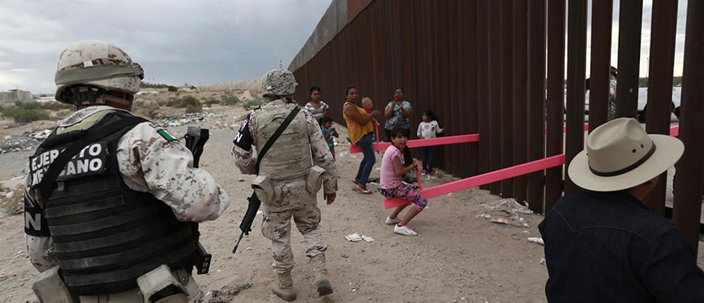 Με ροζ τραμπάλες το μήνυμα από τα σύνορα ΗΠΑ – Μεξικό στον Τραμπ (εικόνες)