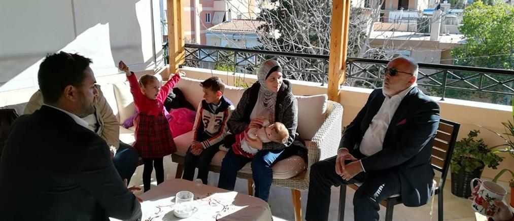 Σύρους πρόσφυγες φιλοξένησε στο σπίτι του ο Παναγιώτης Κουρουμπλής