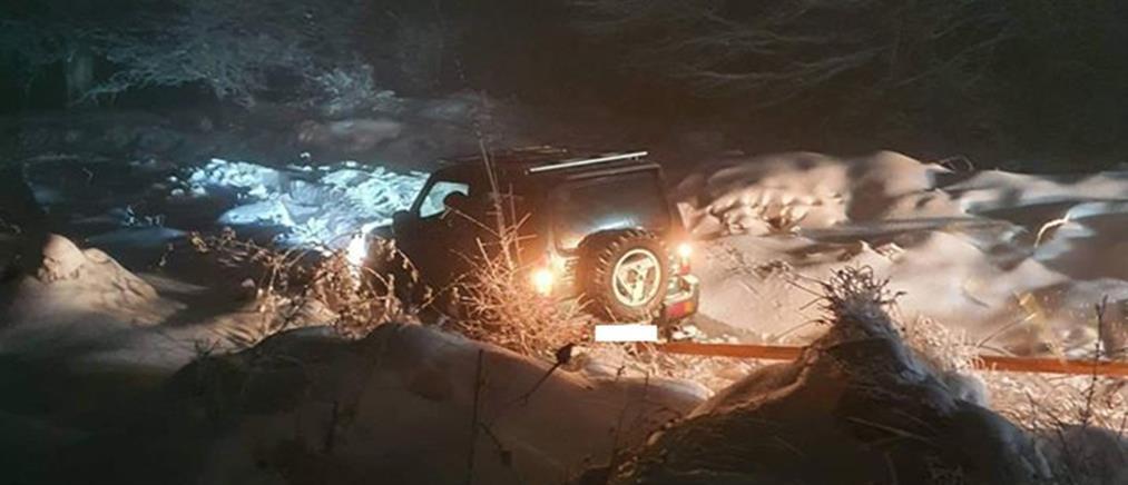 Οδηγός εγκλωβίστηκε λόγω του χιονιά στο Αρδαμέρι (εικόνες)