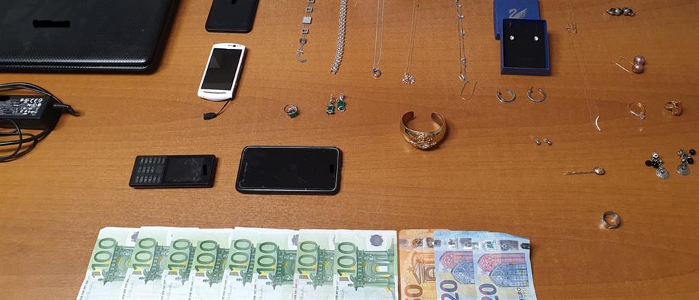 """Σύλληψη για """"χρυσές"""" απάτες με δήθεν τροχαία ατυχήματα"""