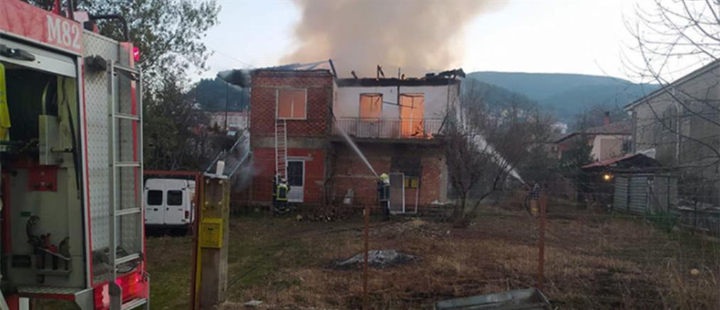 Τραγωδία από φωτιά σε σπίτι (εικόνες)