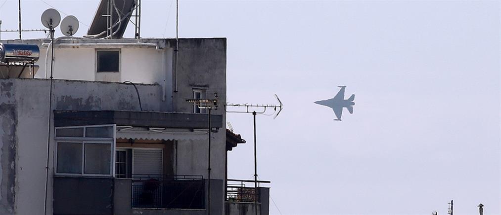 """Θεσσαλονίκη - """"Ζευς"""": Το F-16 """"έσκισε"""" τον ουρανό (εικόνες)"""