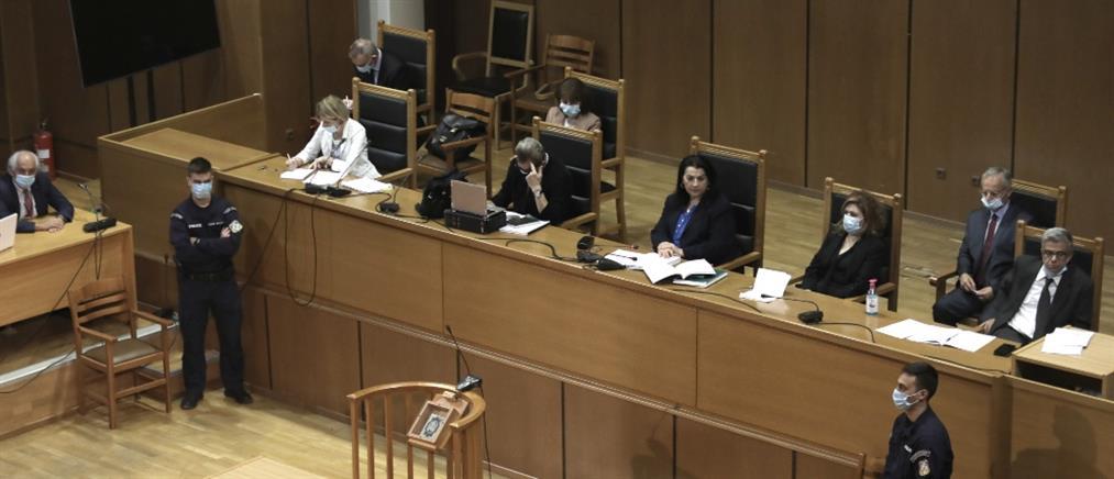Δίκη Χρυσής Αυγής: Συνέχεια με τις αναστολές