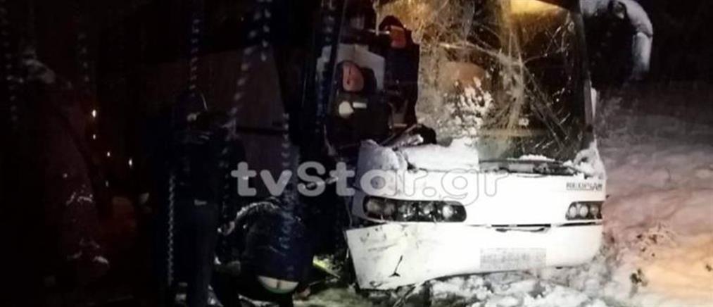 Λεωφορείο του ΚΤΕΛ συγκρούστηκε με εκχιονιστικό! (εικόνες)