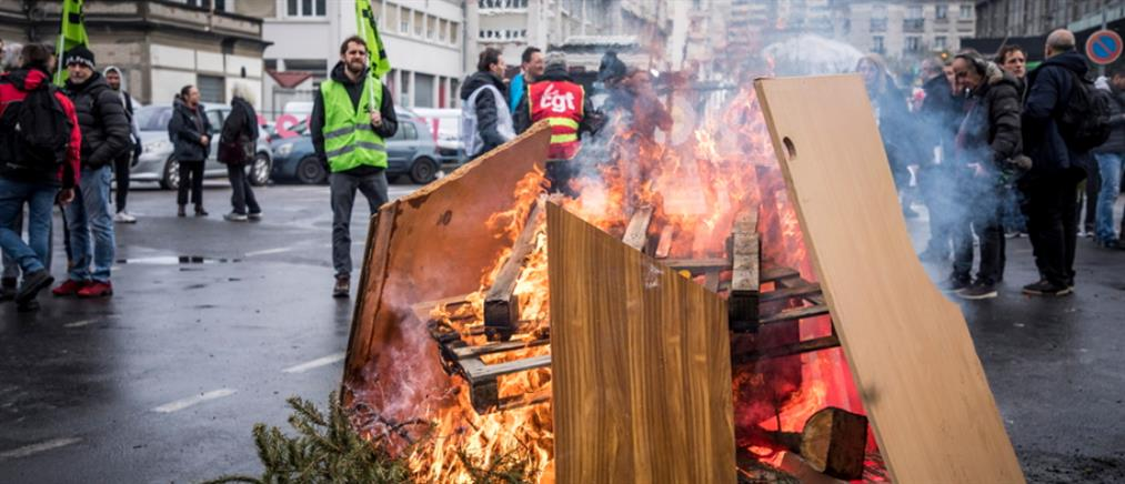 Δακρυγόνα κατά διαδηλωτών στο Παρίσι (εικόνες)