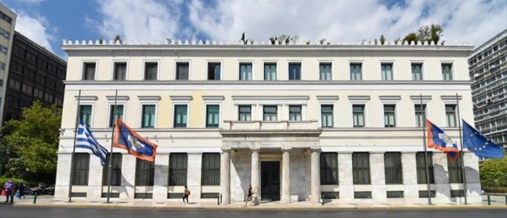 Μίκης Θεοδωράκης: Μεσίστιες οι σημαίες στο Δημαρχείο της Αθήνας