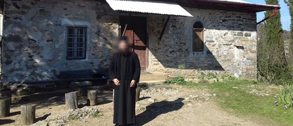 Μονή Πετράκη: Οι αναρτήσεις του ιερέα που έριξε το βιτριόλι