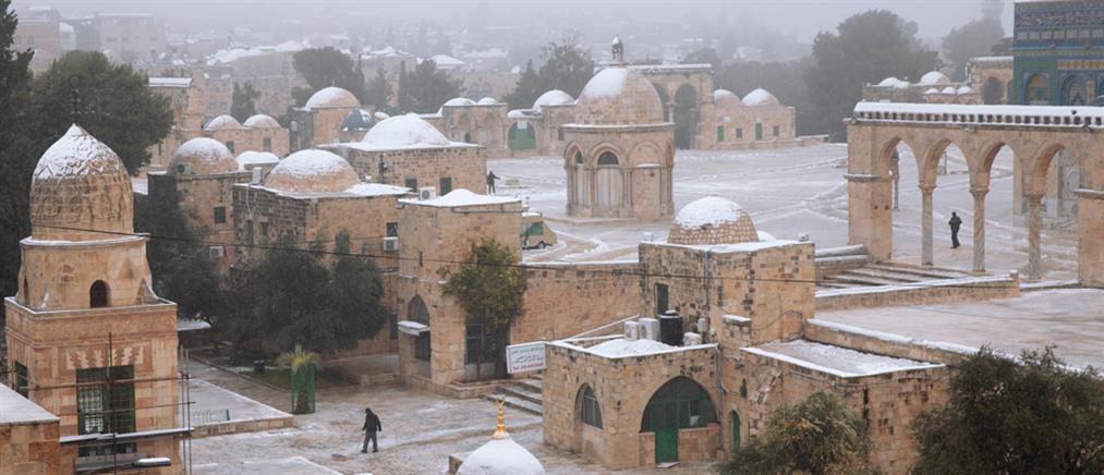 Σπάνιες εικόνες με χιόνι στη Μέση Ανατολή