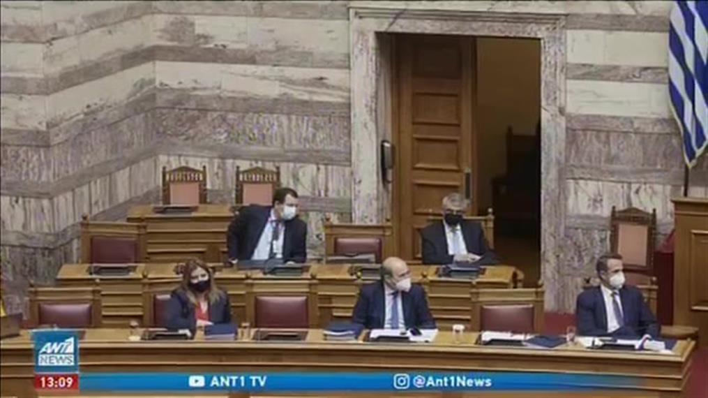 Εργασιακά: υπερψήφιση του «νόμου Χατζηδάκη»