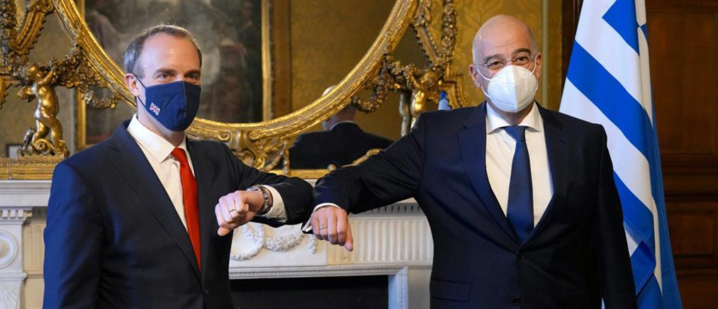 """Ελλάδα - Βρετανία: Προς """"συμφωνία – ομπρέλα"""" για στρατηγική εταιρική σχέση"""