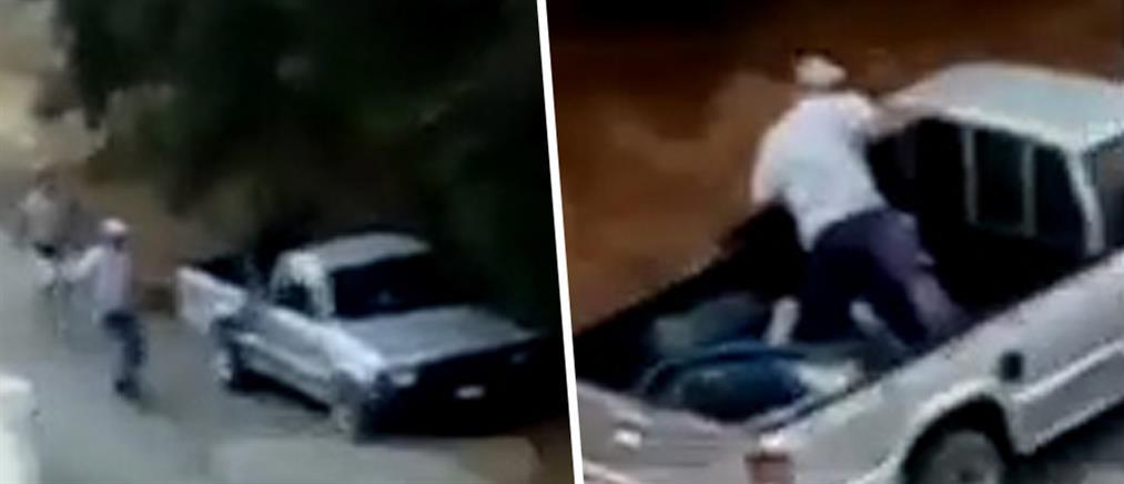 Ηρωικός υπάλληλος γαντζώθηκε στην καρότσα για να σταματήσει τους ληστές (εικόνες)