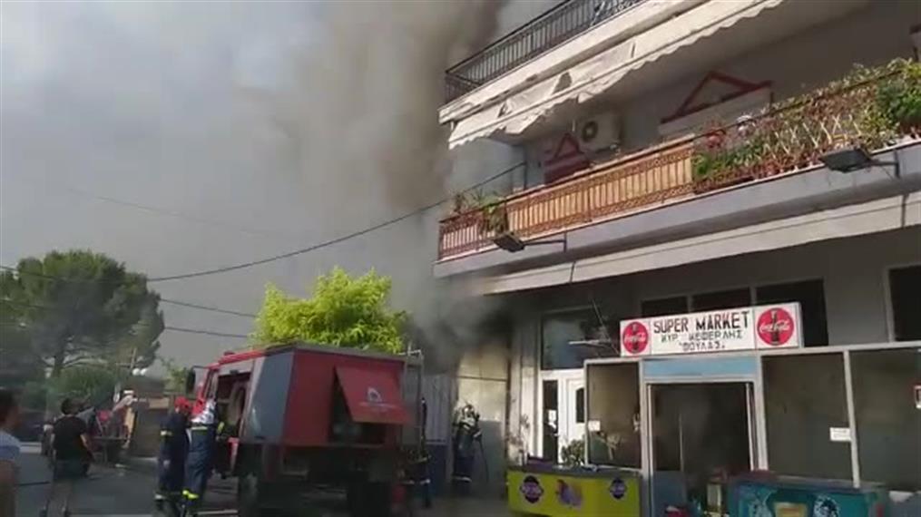 Φωτιά σε super market στην Κόρινθο