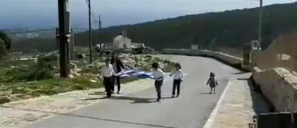 25η Μαρτίου: Η παρέλαση τριών μαθητών στην Γαύδο (βίντεο)