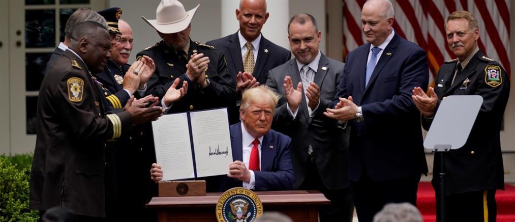 Δολοφονία Τζορτζ Φλόιντ: Ο Τραμπ υπέγραψε διάταγμα για τη μεταρρύθμιση της Αστυνομίας