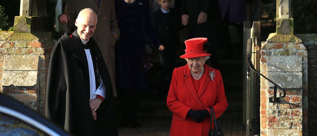 """Βασίλισσα Ελισάβετ: Στην εκκλησία με τον """"έκπτωτο"""" πρίγκιπα Άντριου (εικόνες)"""