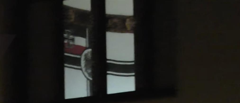Βίντεο: ναζιστική σημαία κρέμεται σε δωμάτιο στρατοπέδου