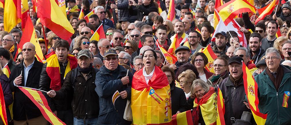 Ισπανία: μαζική διαδήλωση κατά της ανεξαρτησίας της Καταλονίας