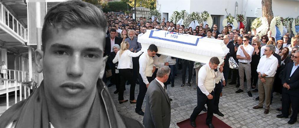 """Αδαμάντιος Μαντής: """"Ράγισαν καρδιές"""" στην κηδεία του νεαρού πολίστα (εικόνες)"""