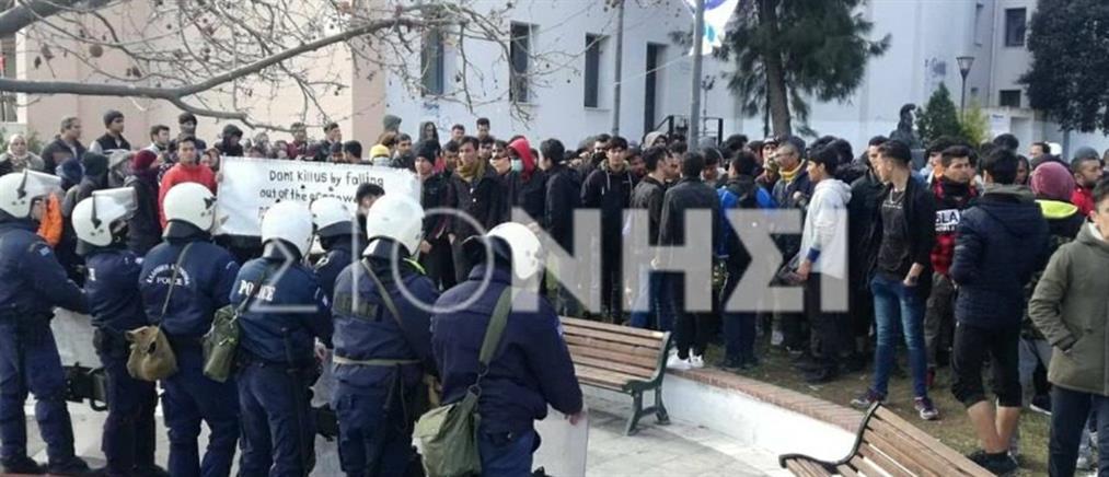 Νέα διαμαρτυρία αιτούντων άσυλο στη Μυτιλήνη (εικόνες)