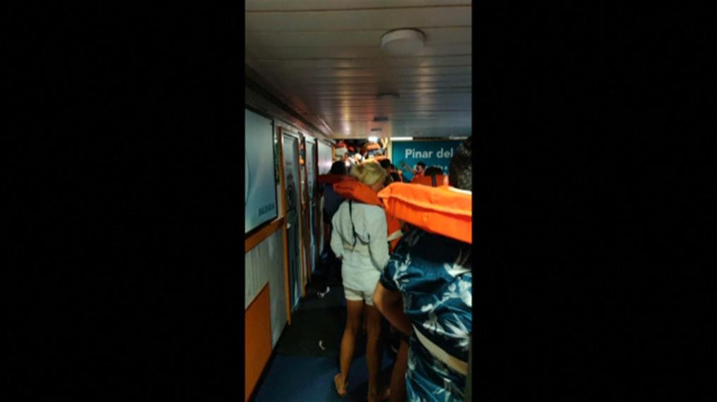 Εκκένωση πλοίου στην Ισπανία