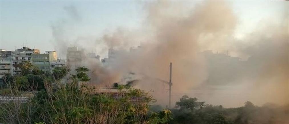 Στις φλόγες βαγόνι του ΟΣΕ (εικόνες)