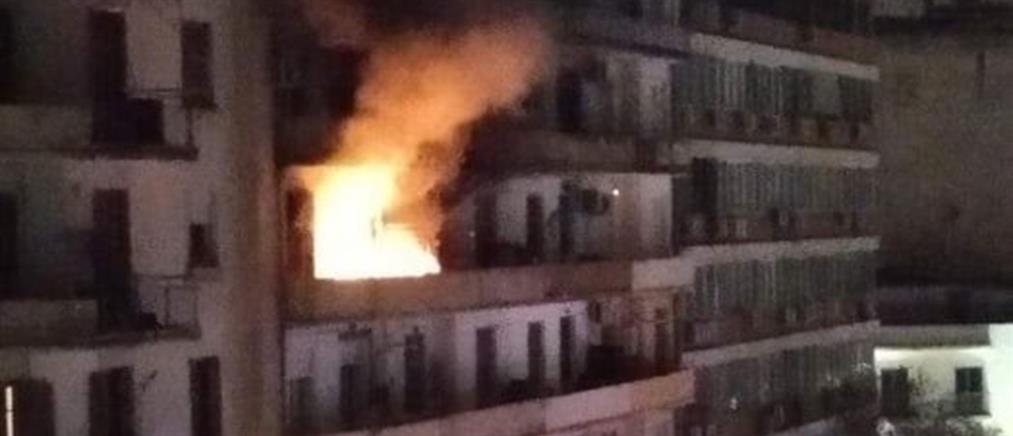 Παιδιά απεγκλωβίστηκαν από φλεγόμενο διαμέρισμα (εικόνες)