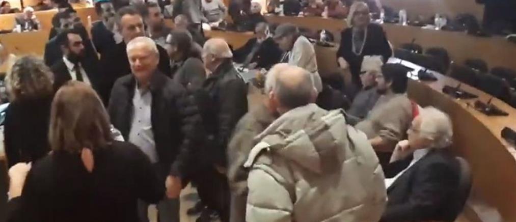 Αποδοκιμάστηκαν Νοτοπούλου - Παππάς στην συνεδρίαση για τον ΟΑΣΘ (βίντεο)