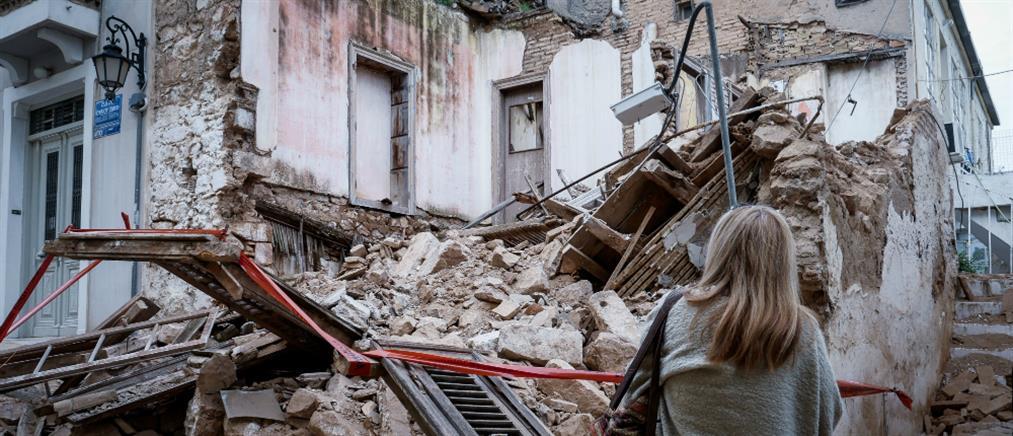 Τρόμος στην Πνύκα από κατάρρευση κτιρίου