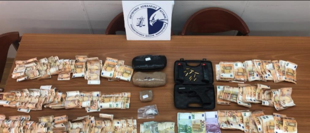 """Σωφρονιστικός υπάλληλος συνελήφθη ως """"βαποράκι"""" ναρκωτικών (εικόνες)"""