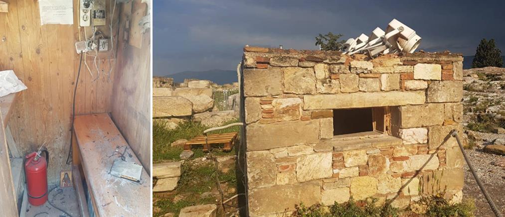 """""""Βομβαρδισμένο"""" τοπίο το εκδοτήριο της Ακρόπολης μετά τον κεραυνό (εικόνες)"""