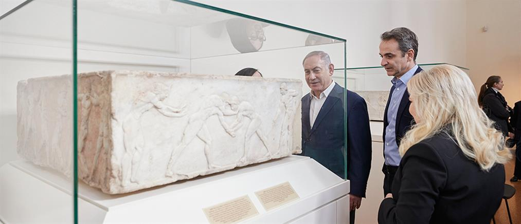 Μητσοτάκης – Νετανιάχου: Ξεναγήθηκαν στο Εθνικό Αρχαιολογικό Μουσείο (εικόνες)