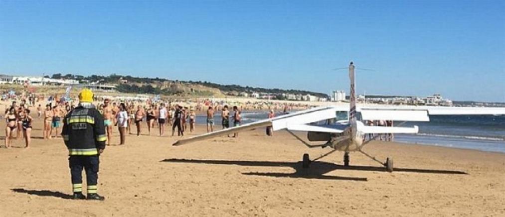 Aναγκαστική προσγείωση αεροσκάφους πάνω σε λουόμενους! (βίντεο)