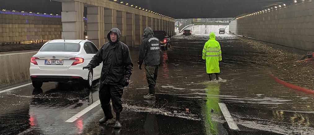 Φονικές πλημμύρες στη Σμύρνη (εικόνες)