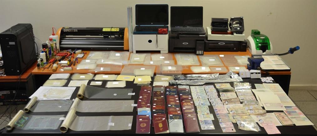 Σεπόλια: Πλαστά διαβατήρια έναντι 800 ευρώ