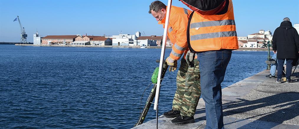 """Θεσσαλονίκη: """"Ψάρεψαν"""" πατίνια από τον Θερμαϊκό (εικόνες)"""