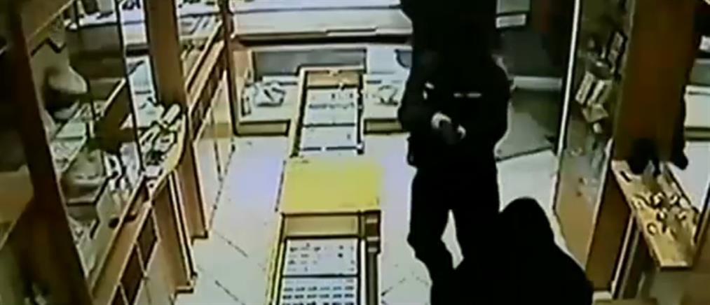 Βίντεο ντοκουμέντο από την ληστεία σε κοσμηματοπωλείο