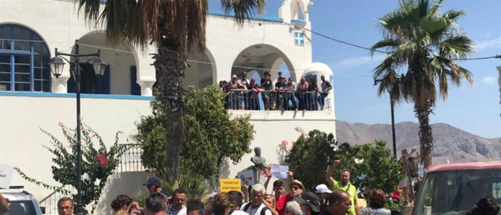 Μετανάστες επιτέθηκαν σε αστυνομικούς στην Σύμη